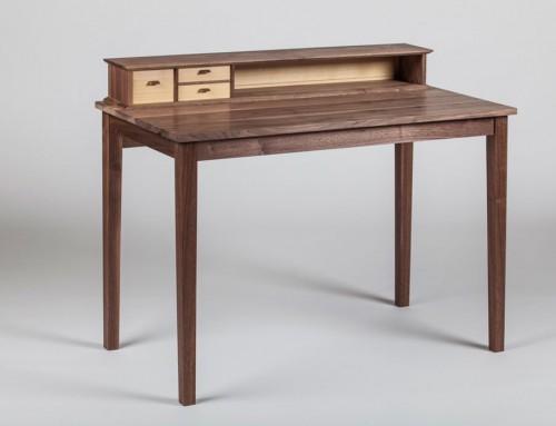 שני לוין – שולחן מכתבה